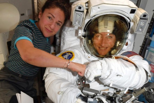 Christina Koch, right, and, Jessica Meir pose on the ISS (Nasa)