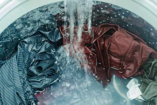 Why do clothes get darker when wet? © Getty Images