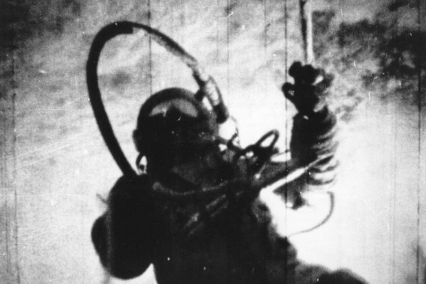 Alexei Arkhipovich Leonov during the 26 1/2 hour orbit of the spacecraft Voskhod 2 © Central Press/Getty Images
