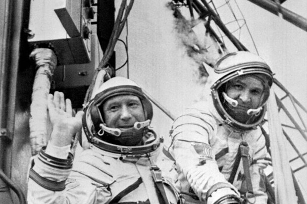 Russian cosmonauts commander Alexei Leonov (L) and V. Kubasov wave to the people while getting in their spaceship Soyuz ready to be launched 15 July 1975 from Baikonur in Kazakhstan © AFP/Getty Images