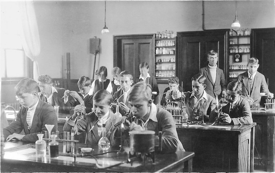 Dorothy and her friend Norah Pusey are just visible in the back row of the chemistry class at the Sir John Leman School © Elisabeth Crowfoot