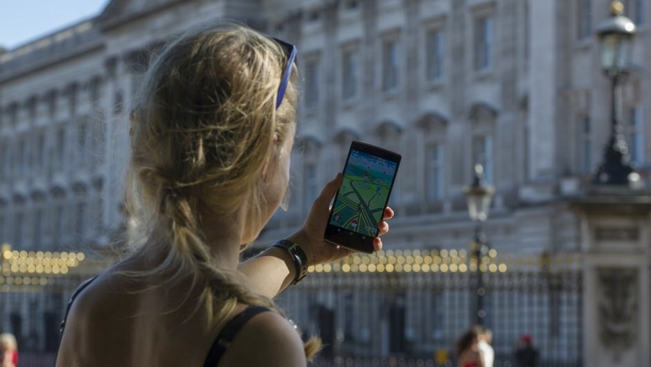 Pokémon woe! Playing games among causes of smartphone-related injuries