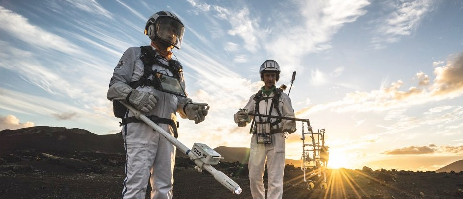 6 out-of-this-world experiments recreating space on Earth