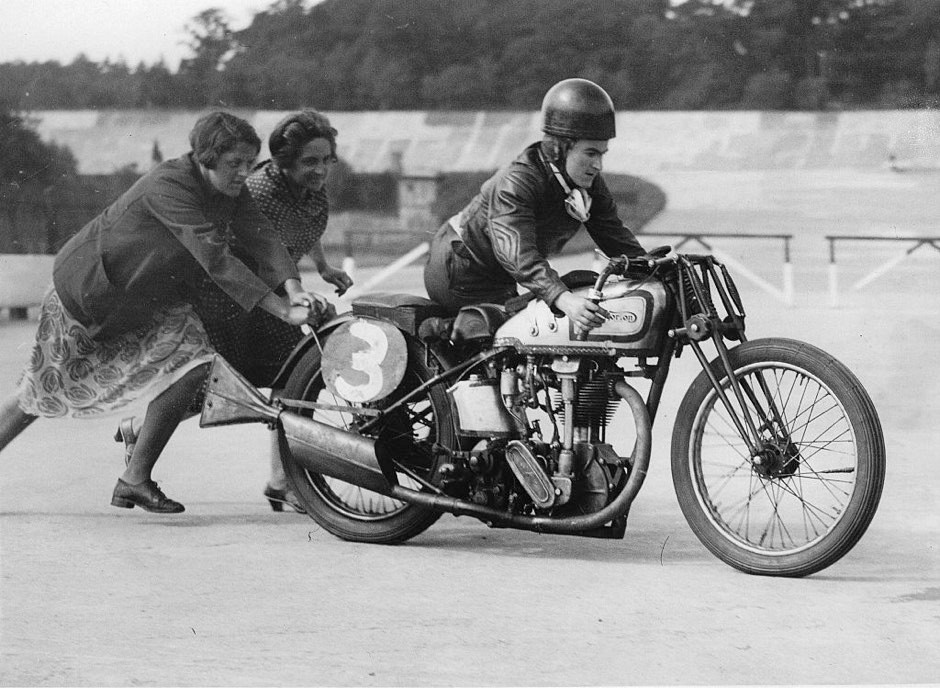 Beatrice Shilling on her motorcycle, pushed by two women © Getty Images