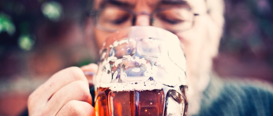 A minute on the lips, a lifetime on the hips – heavy drinking adds 4cm to waistline