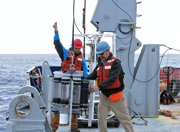 Marine chemist Ken Buesseler, right © Alyssa Santoro/Woods Hole Oceanographic Institution