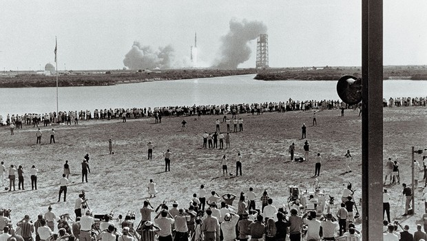 Thousands of people watch Apollo 11 take off © Getty Images