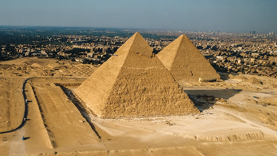 Were the Egyptian pyramids built by slaves?