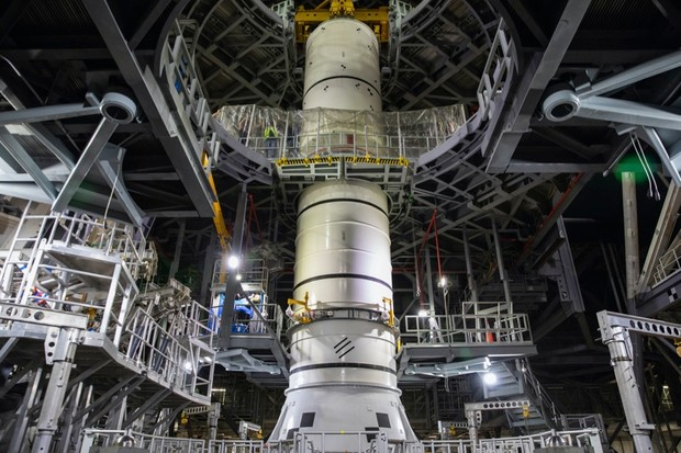 Technicians with NASA's Exploration Ground Systems lower a mock-up, or pathfinder, of the Space Launch System's (SLS) center booster segment onto an aft pathfinder segment inside the Vehicle Assembly Building (VAB) at the agency's Kennedy Space Center © NASA  - ksc 20200914 ph kls01 0153 969a36e - NASA and ESA unveil bold new plans for the future of space exploration