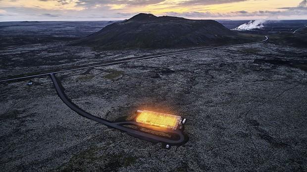 A greenhouse sitting in a lava field © Luca Locatelli/Institute