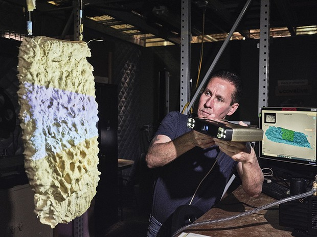 A worker scans a sample of a spongy material called mycelium © Luca Locatelli/Institute