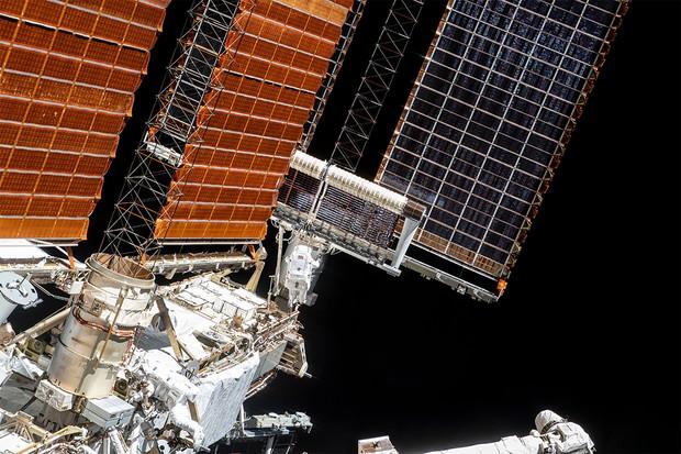 Panneau solaire en place | © NASA/Jonhson