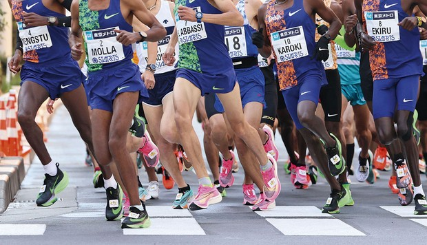 A group of runners, many of whom are wearing Nike trainers © Alamy