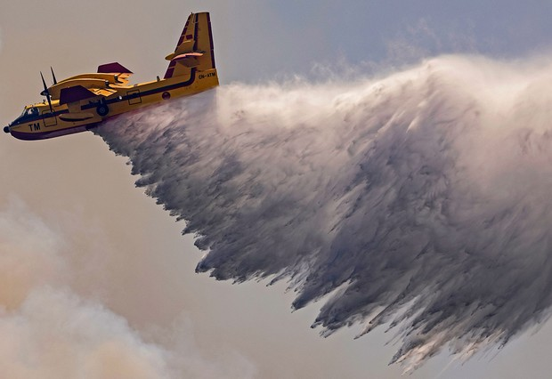 A Royal Moroccan Air Force Canadair plane douses a wildfire in the region of Chefchaouen of northern Morocco on August 17, 2021. - Firefighters in northern Morocco are battling to put out two forest blazes, a forestries official said as the North African kingdom swelters in a heatwave. Firefighting planes were being used to tackle the conflagrations which had already destroyed some 200 hectares (500 acres) of forest. (Photo by FADEL SENNA / AFP) (Photo by FADEL SENNA/AFP via Getty Images)