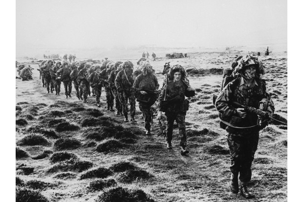 A line of British soldiers in camouflage advancing across East Falkland island for the final attack on Port Stanley during the Falklands War, June 1982. (Photo by Hulton Archive/Getty Images)