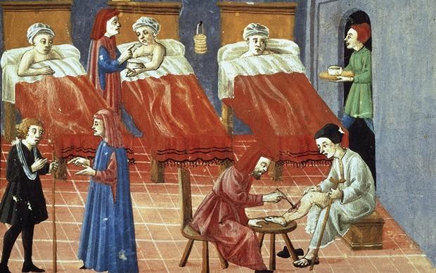 Scène de patients traités dans un hôpital médiéval.