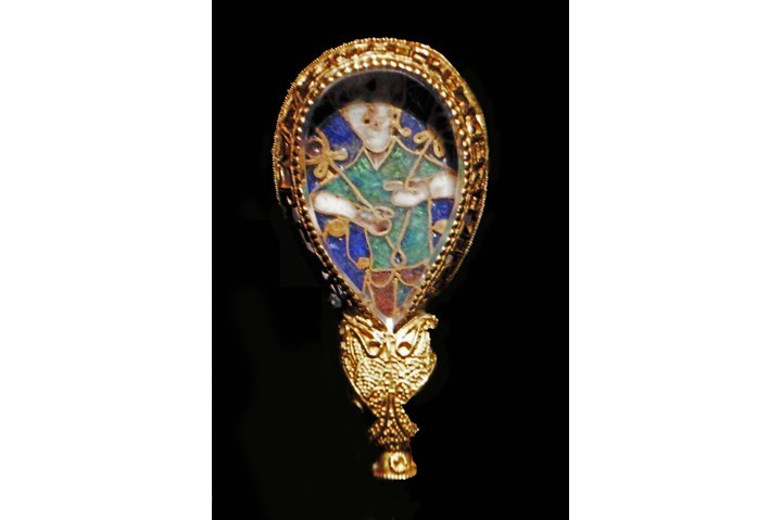 The Alfred Jewel: gold, rock, crystal and enamel