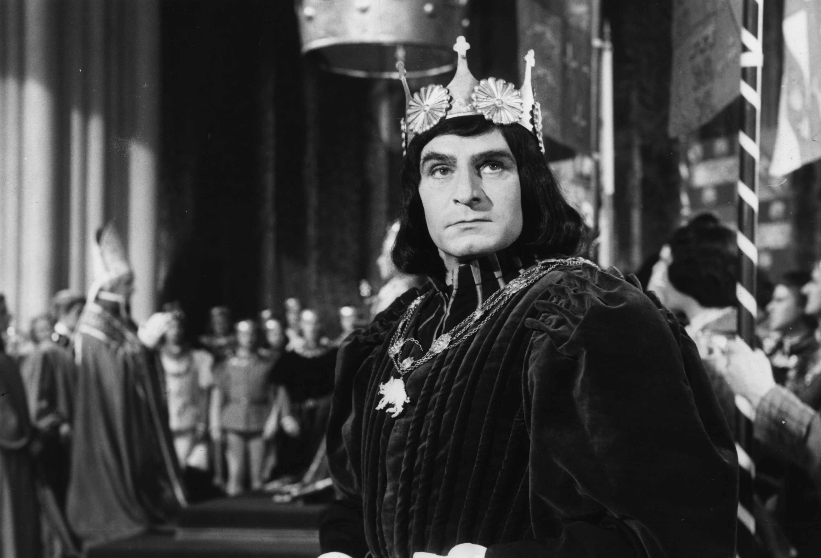 "Laurence Olivier plays Richard III in the 1955 film adaptation of Shakespeare's play. In it, the controversial monarch is damned as everything from a ""bottled spider"" and ""lump of foul deformity"" to a ""poisonous bunch-backed toad"". (Picture Post/Hulton Archive/Getty Images)"