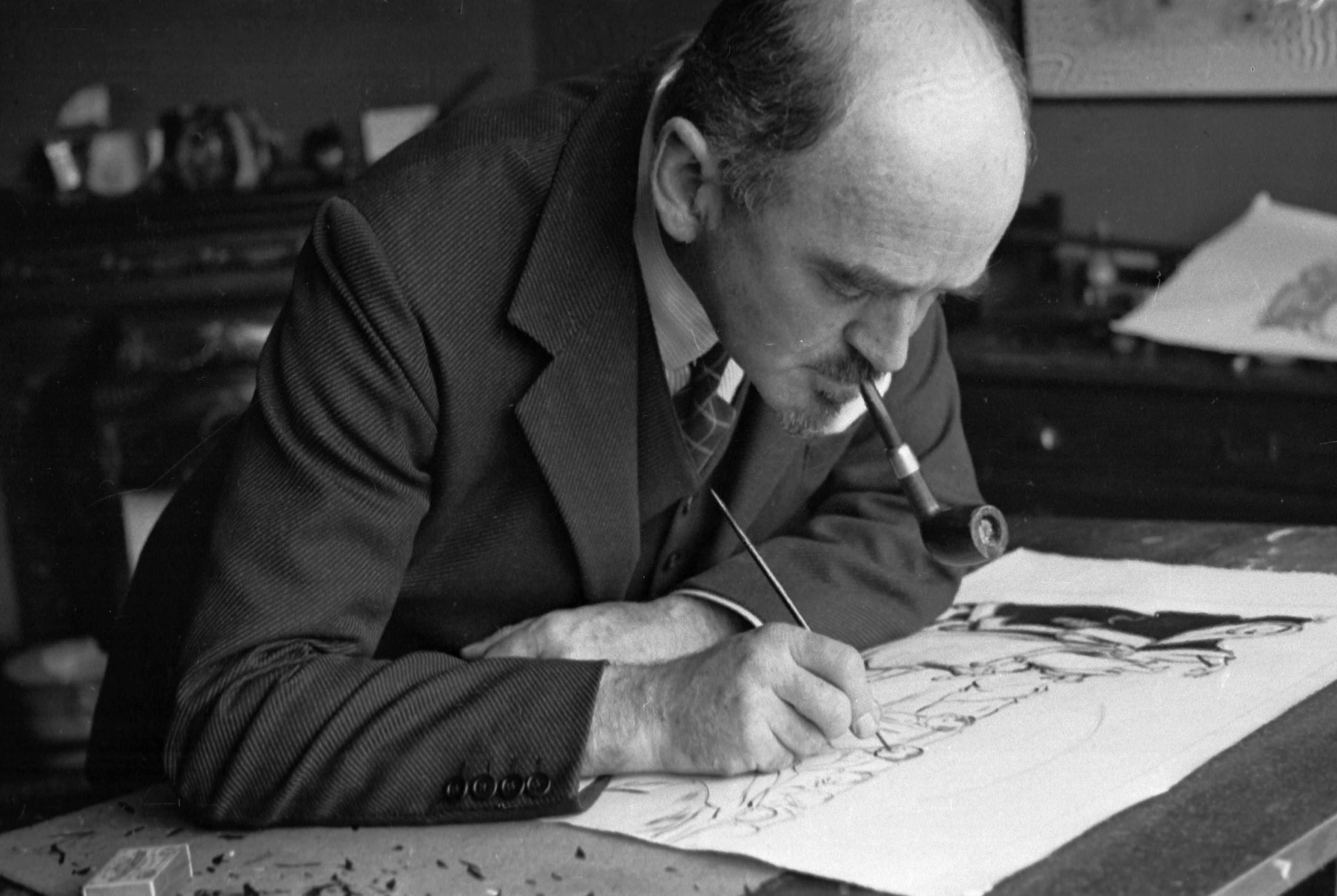 British political cartoonist David Low. His caricatures of political figures including Hitler resulted in him being placed in the Nazi 'Black Book' – a list of prominent Britons who were to be arrested in the case of a successful invasion of Britain. (Photo by Felix Man/Picture Post/Getty Images