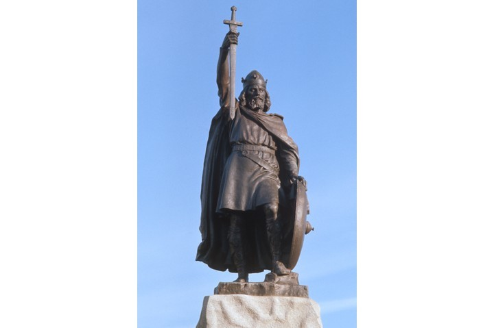 """Hamo Thornycroft's 1901 statue of King Alfred the Great in Winchester. Acknowledging the good fortune played a role in Alfred's reign is important, says Alex Burghart, """"as it reveals just how fragile the conditions were that surrounded the birth of England."""" (Photo by RDImages/Epics/Getty Images)"""