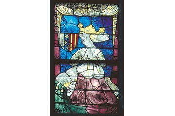 A stained glass depiction of Yolande of Aragon. (Creative Commons)