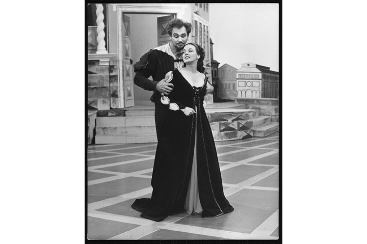 American actor and singer Howard Keel records 'Kiss Me Kate' with his co-star Patricia Morrison, 1964. (Photo by © Hulton-Deutsch Collection/CORBIS/Corbis via Getty Images)