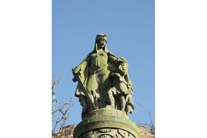 A statue of Æthelflæd – erected in Tamworth to mark the 1,000th anniversary of her fortifying the town. (Photo by Chris Gibson/Alamy Stock Photo
