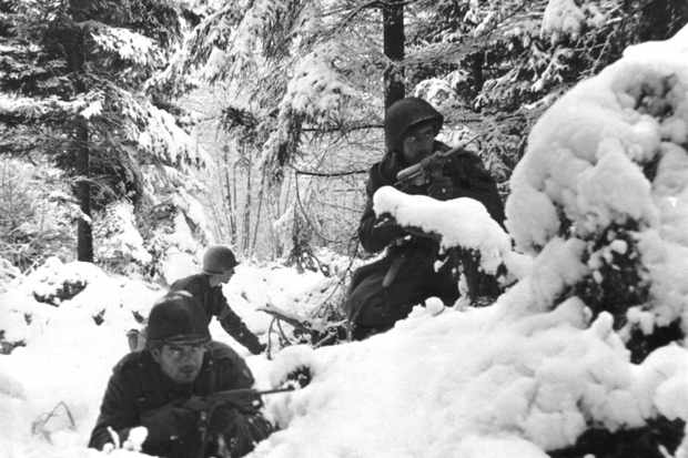 US infantrymen in snowdrifts
