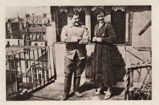 Guillaume Apollinaire and his wife, Jacqueline Kolb, on the terrace of the boulevard Saint-Germain in Paris, France, in 1918. (Photo by adoc-photos/Corbis via Getty Images)