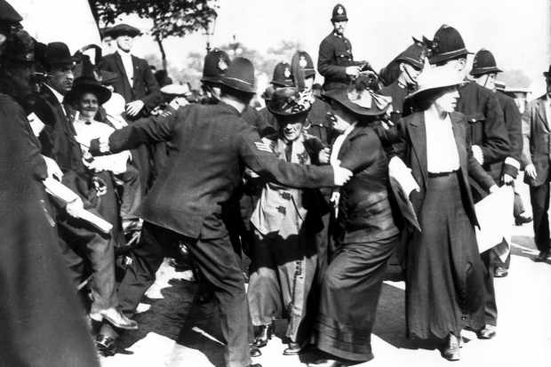 Suffragettes photographed in a dispute with the police
