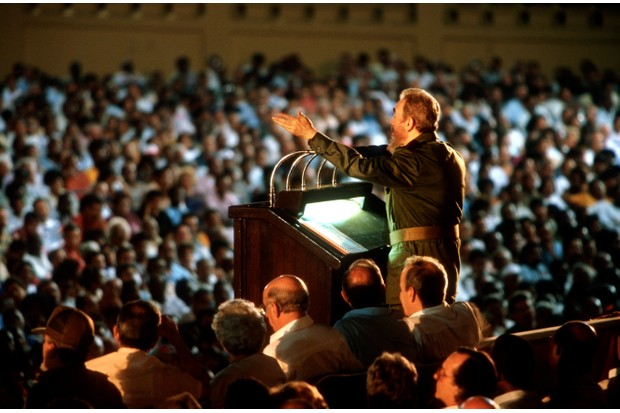 Castro addresses crowds in Santiago de Cuba, 1998. (Sven Creutzmann/Mambo Photography/Getty Images)