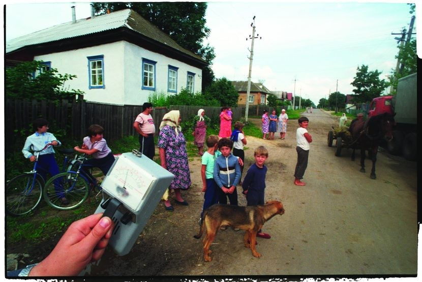 Bemused families in Narodychi, Ukraine watch neighbours preparing to leave home shortly after the nuclear accident at Chernobyl, just 50 miles (80km) to the east. The Soviet state proposed to re-house rural inhabitants in badly affected districts, but many preferred to stay despite (or perhaps unaware of the danger of) the high radiation detected by Geiger counters. (Photo by Igor Kostin/Sygma via Getty Images)
