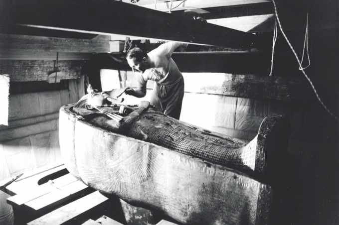 Archaeologist Howard Carter opens the coffin of Tutankhamun. (Photo by Time Life Pictures/Mansell/The LIFE Picture Collection/Getty Images)