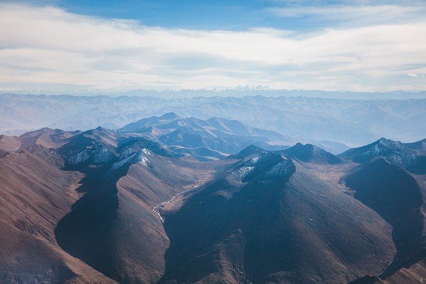 The Tibetan plateau lies at an altitude averaging over 4,500 metres above sea level