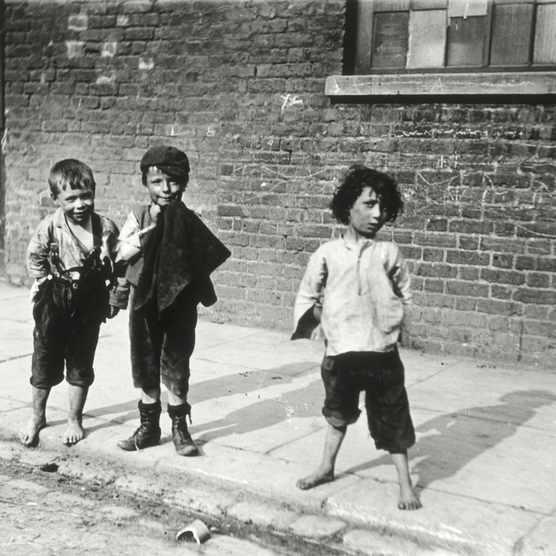 Street urchins in Lambeth, London, 19th century