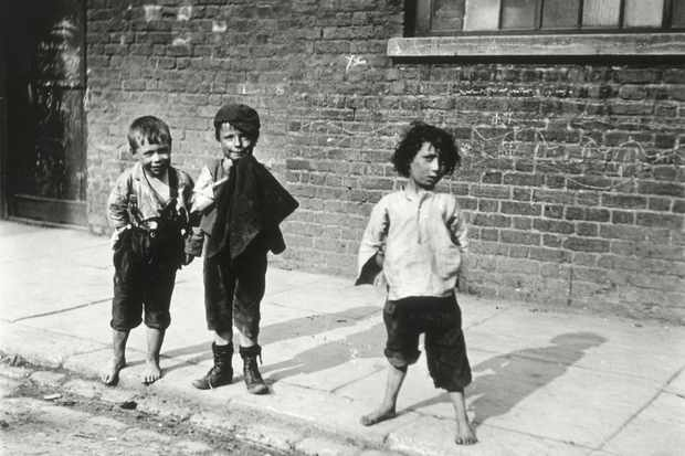 Street urchins in Lambeth, London, 19th century