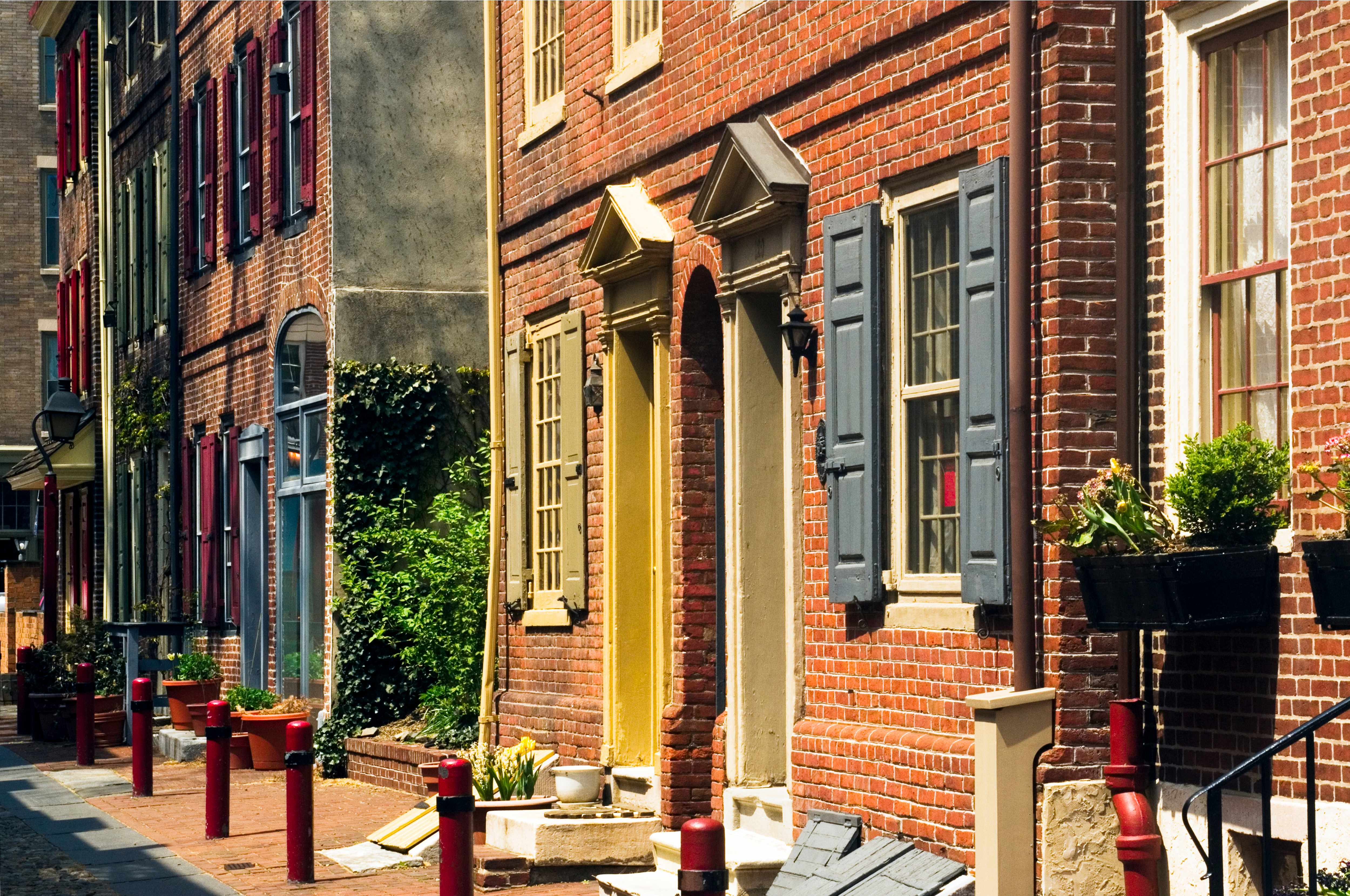 Elfreth's Alley, Philadelphia, Pennsylvania, the oldest residential street in the United States. (Photo by John Greim/LightRocket via Getty Images)