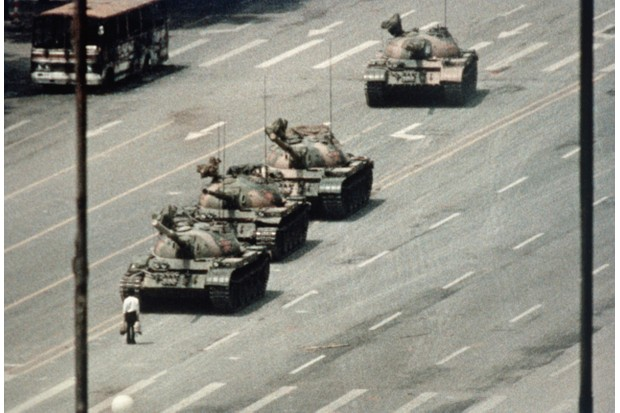 Protester blocking tanks approaching Tiananmen Square