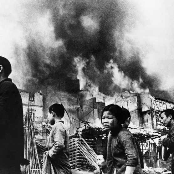 Residents of Chongqing on the streets of their bombed-ravaged city in the autumn of 1940. China's temporary wartime capital was subjected to 218 Japanese air raids between May 1938 and August 1941, costing nearly 12,000 lives. (Photo by Hulton-Deutsch Collection/CORBIS/Corbis via Getty Images)