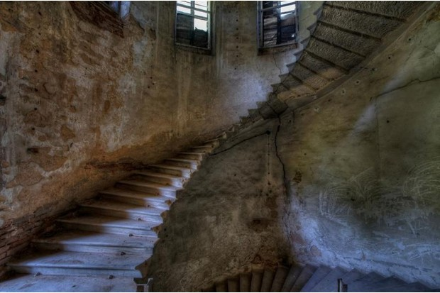 Photo of a winding staircase without banister rail