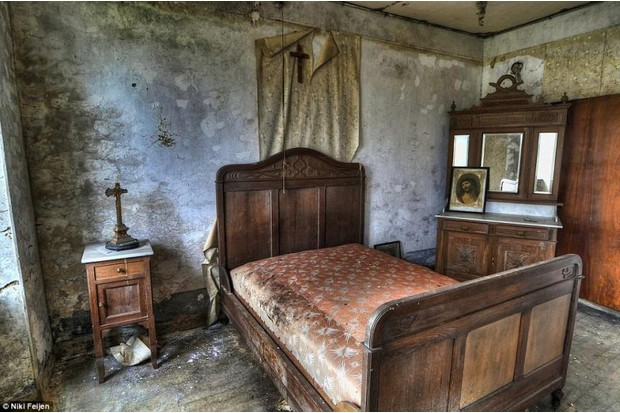 Photo of a single bed in a deserted bulding
