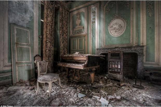 Photo of a grand piano covered in rubble