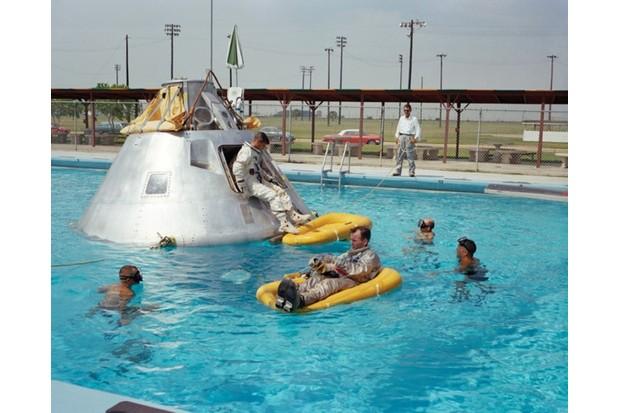 01_Retronaut_p048-049_NASA_s66-51_0-666f1b7