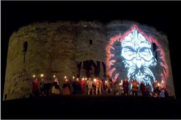 A5A5J9 Image of  Eric Bloodaxe projected on to Cliffords Tower and viking re-enactors at the Jorvik Viking festival York 2006