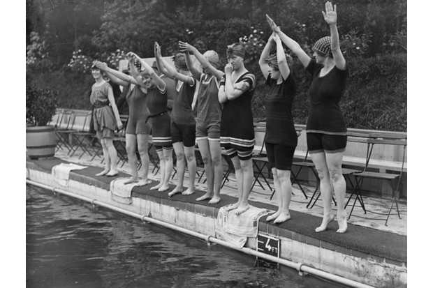 Members of Daly's Theatre Ladies Swimming Club at the open air baths in Chiswick, London, c1917. (Photo by Topical Press Agency/Getty Images)