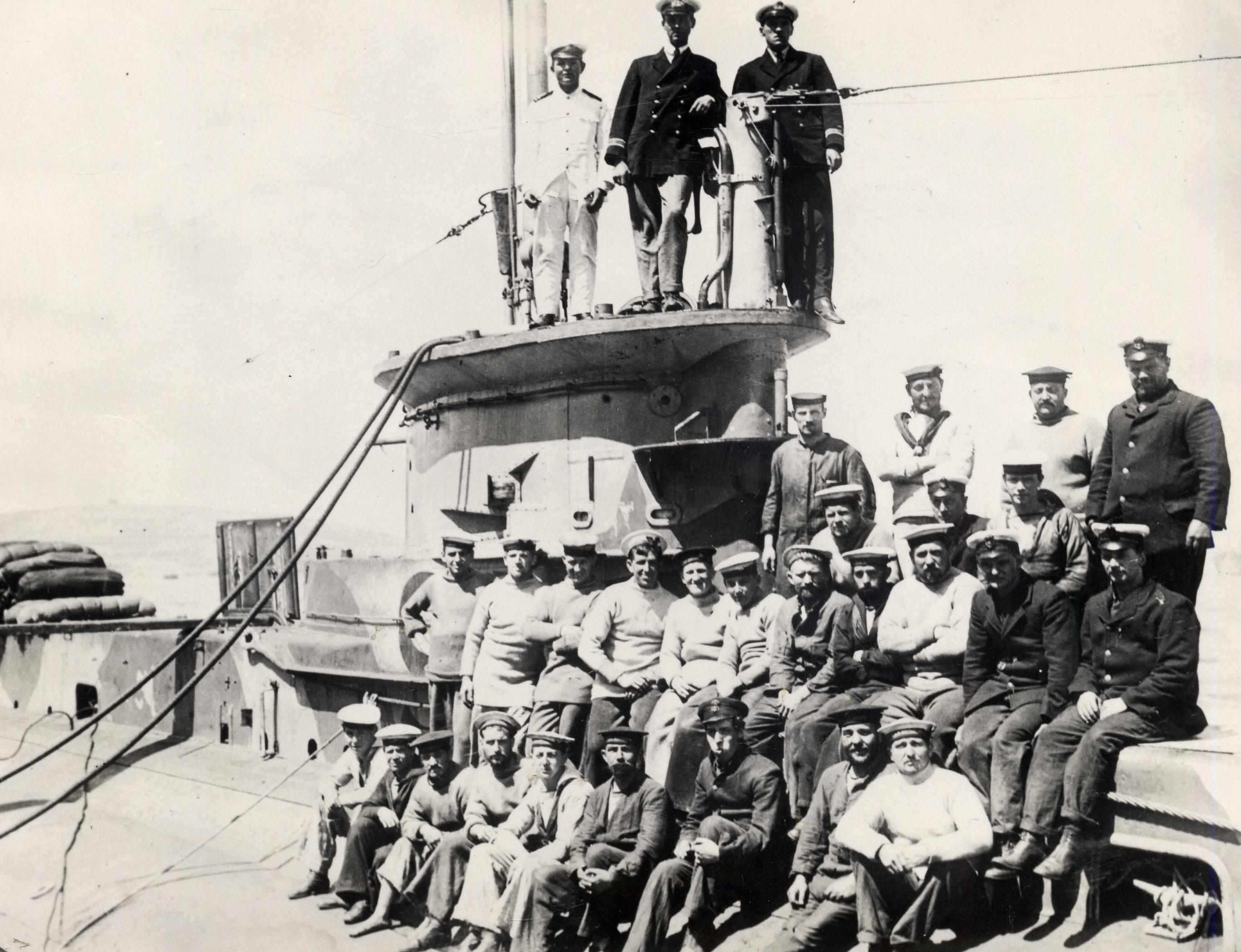 36-E14-Crew-on-bridge-casing-Negs-3145-8431A-b76fe62