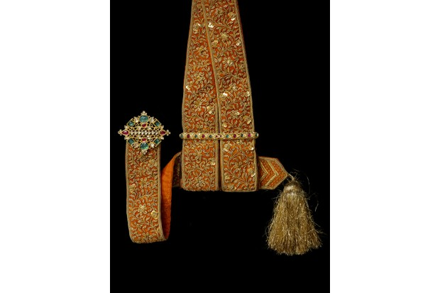 8._Silk_sword_sash_with_jewelled_gold_fittings_ca._1900_India-f0306c8