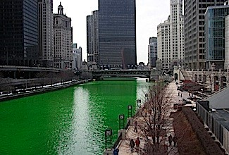 800px-Chicago_River_dyed_green_buildings_more_prominent-41892f0
