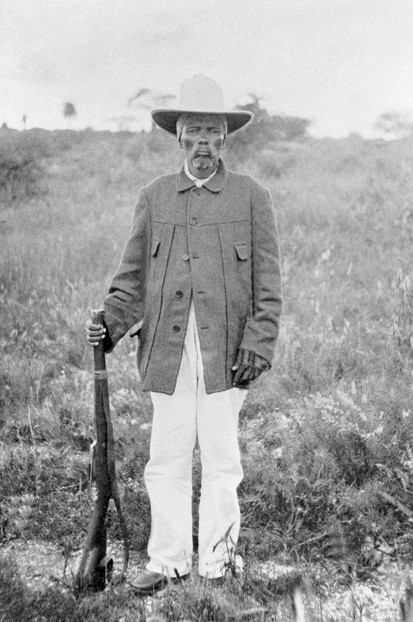 Portrait full length of Hendrik Witbooi standing holding rifle circa 1900. (Photo by Fotosearch/Getty Images).