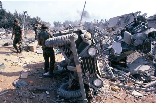 A49G0E scene in wake of terrorist truck bombing at marine hq beirut 1983 1983